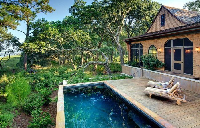Бассейн на даче - не роскошь, а возможность отдохнуть душой и телом.