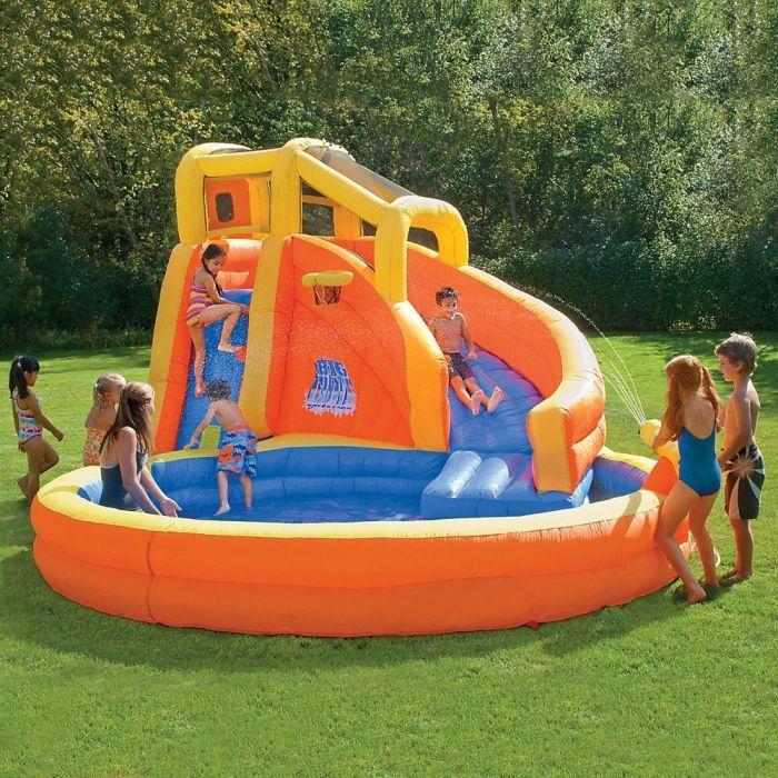 Надувной бассейн — игровая зона.