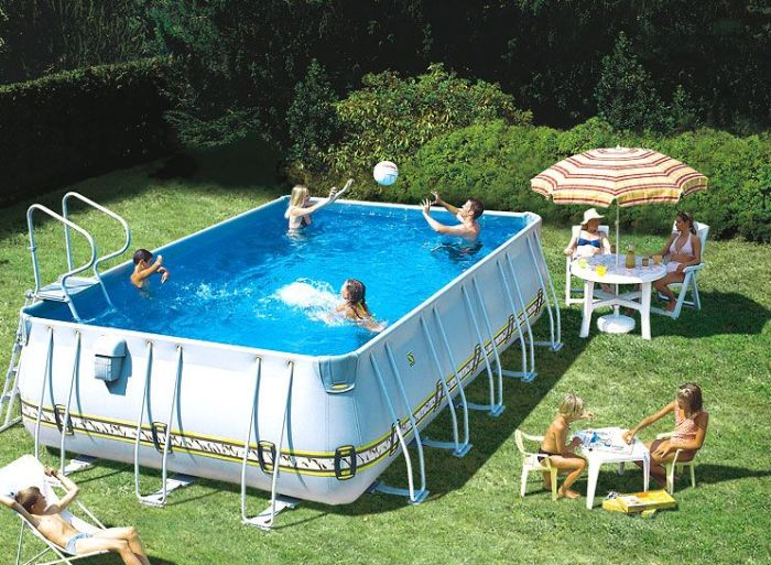 Прямоугольный каркасный бассейн с подпорками.