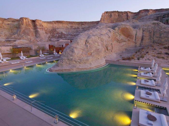 Единственный и неповторимый бассейн в скале.