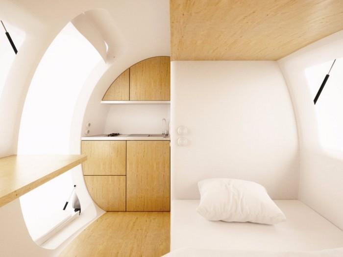 Стоимость Ecocapsule составляет примерно от 87 000 долларов.  Миниатюрный дом будут поставлять с письменным столом, кроватью, шкафами и ванной комнатой с душем и туалетом.