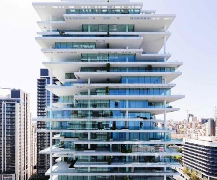 Данная конструкция достигаёт 119 м. в высоту. А нависающие этажи небоскрёба позволяют в каждой комнате добиться интересной игры света.