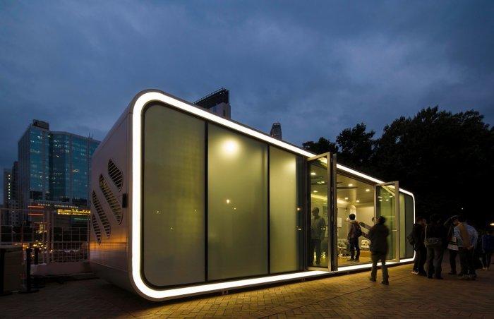 ALPOD – проект мобильного дома будущего, сделанный из алюминия, поэтому он сочетает прочность и лёгкость для удобного перемещения. Конструкция оборудованна мансардными окнами и раздвижными дверями.