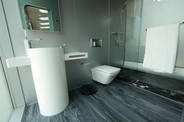 В доме предварительно установлена кухня и ванная, а остальное пространство можно использовать для обустройства спальни или гостиной.