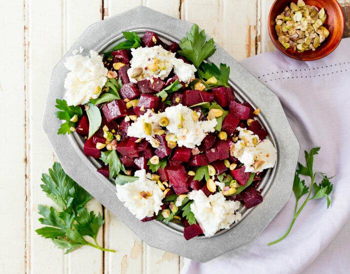 Свекольный салат с сыром. \ Фото: ytimes.com.