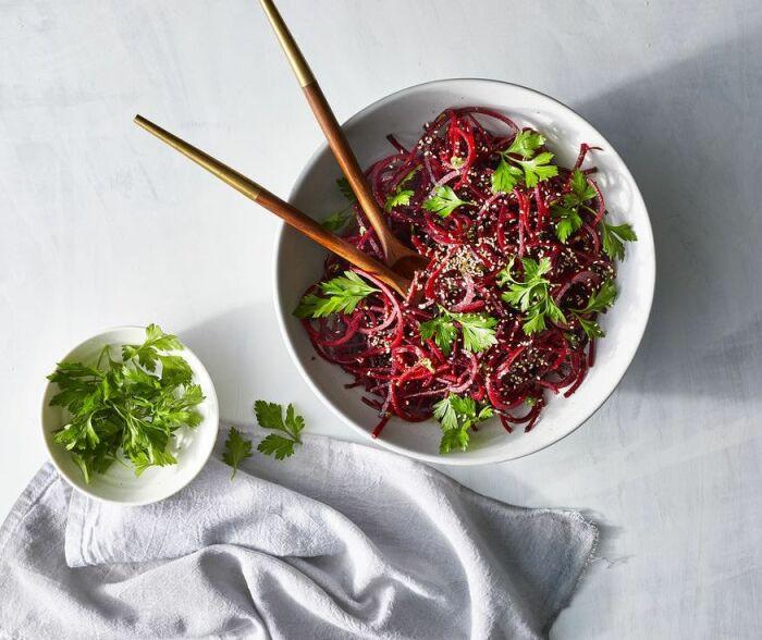 Пикантный салат со свеклой. \ Фото: kk.kozel-bier.at.
