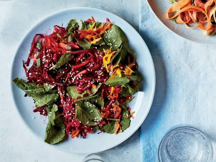 Свекольный салат с кунжутом. \ Фото: pinterest.com.