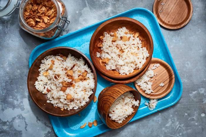 Жареный рис с чесноком. \ Фото: epicurious.com.