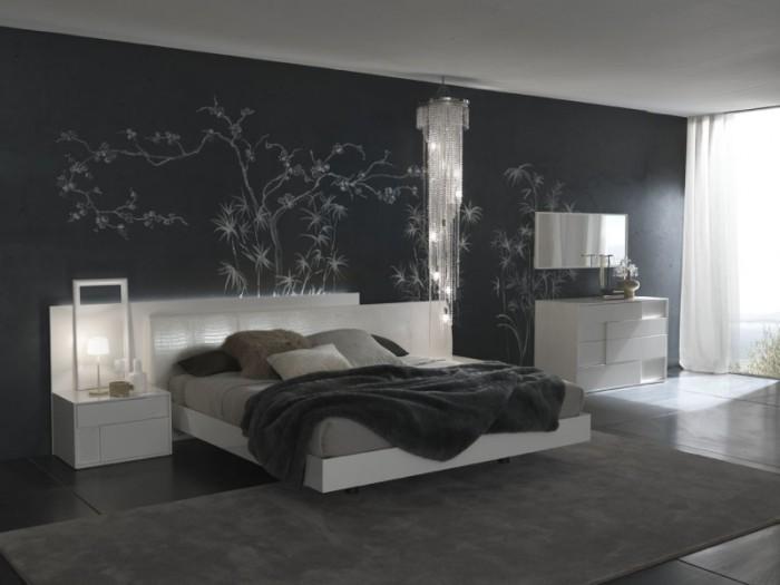 Чёрные обои с узором в интерьере спальни.