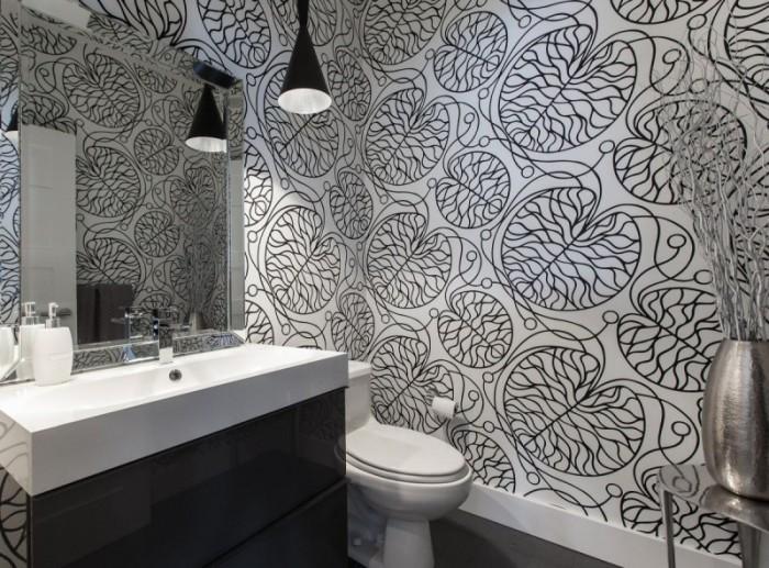 Акцентируйте внимание на стене при помощи чёрно-белой плитки.