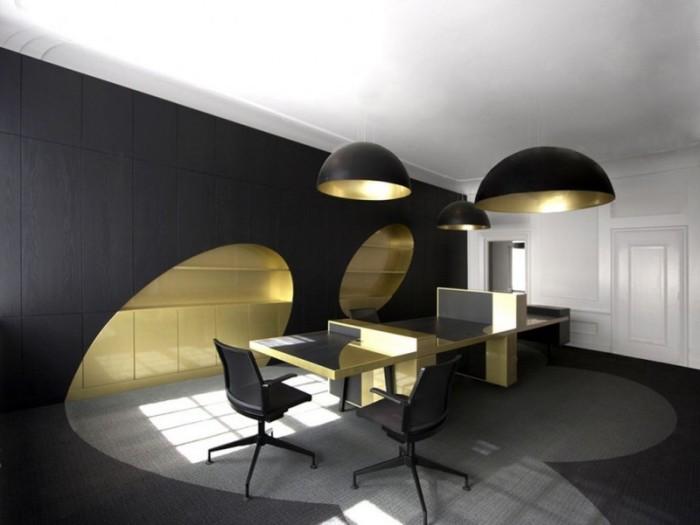 Чёрны - как элемент декора рабочего кабинета.