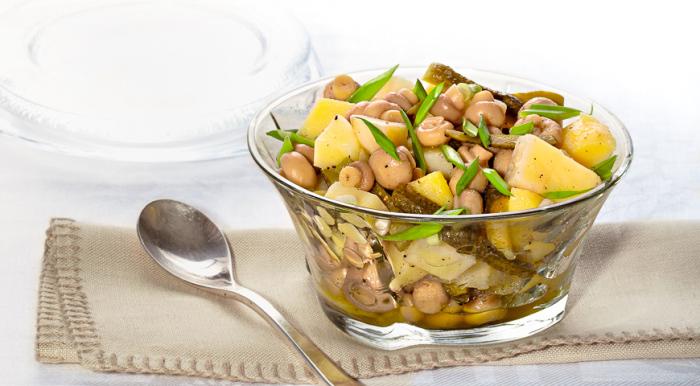 Картофельный салат с маринованными шампиньонами. \ Фото: google.ru.