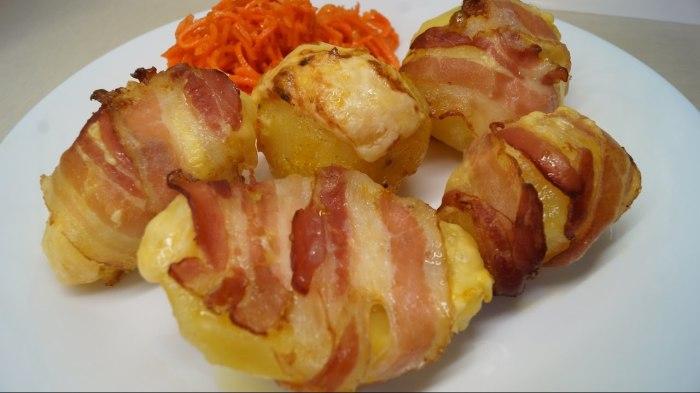 Невероятно вкусный, сочный и ароматный картофель в беконе. \ Фото: google.ru.