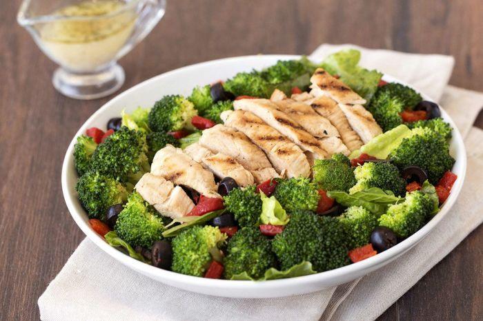 Пикантный салат с курицей. / Фото: pinimg.com.