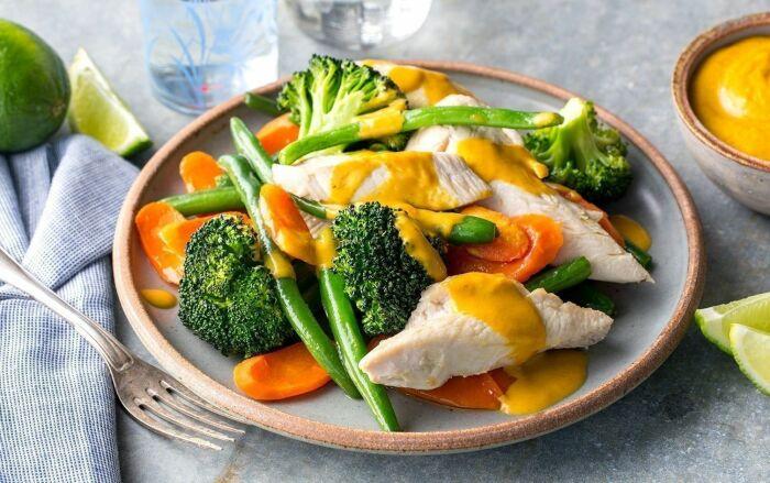 Сочное и нежное филе курочки с овощами. \ Фото: pinterest.com.