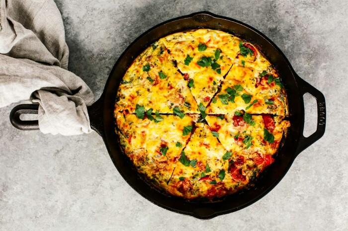 Фриттата с картошкой и овощами. \ Фото: primaverakitchen.com.