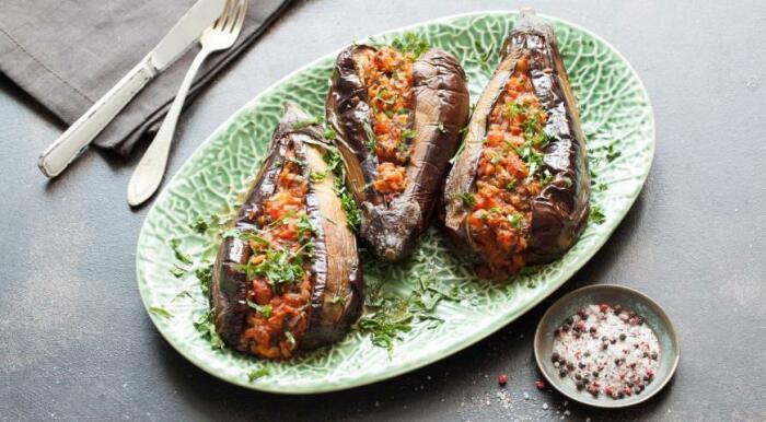 Баклажаны, фаршированные овощами. \ Фото: google.com.ua.