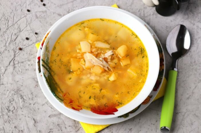 Куриный суп с булгуром. \ Фото: vk.com.