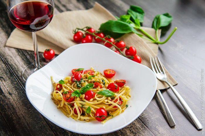 Спагетти с помидорами. \ Фото: arborio.ru.