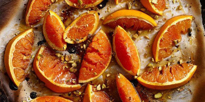 Запечённые апельсины с мёдом и орехами. \ Фото: commerage.ru.