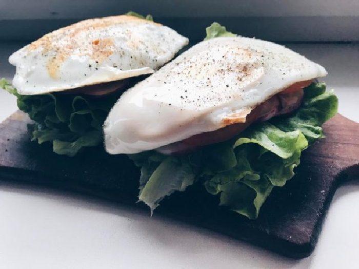 Очень вкусный бутерброд с овощами и яйцом. \ Фото: google.ru.