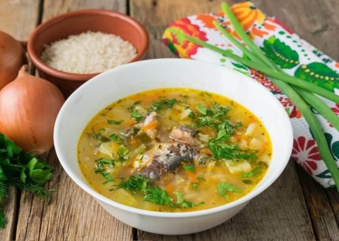 Рисовый суп с рыбой. \ Фото: niftyrecipe.com.