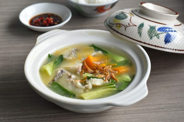 Суп с рыбными консервами. \ Фото: eatwhattonight.com.