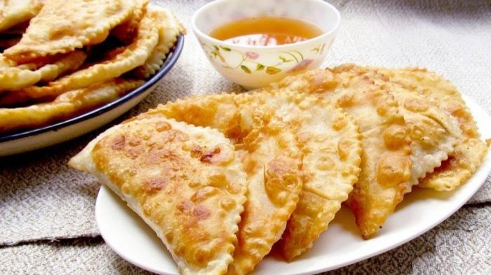 Восхитительные чебуреки с рыбной начинкой. \ Фото: clutch.ua.