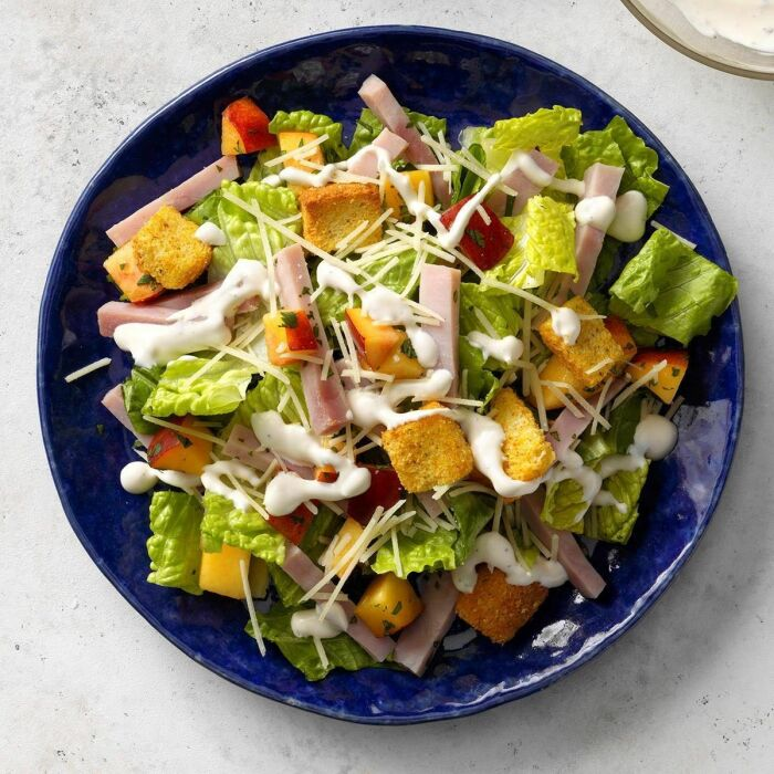 Салат с сыром и ветчиной. \ Фото: pinterest.com.