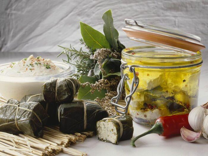Маринованный сыр. \ Фото: eatsmarter.com.