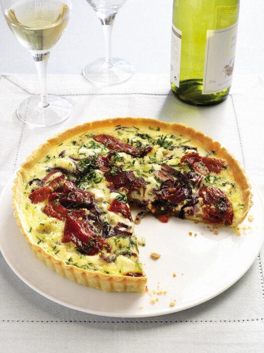 Пирог с сыром и перцем. \ Фото: deliciousmagazine.co.uk.