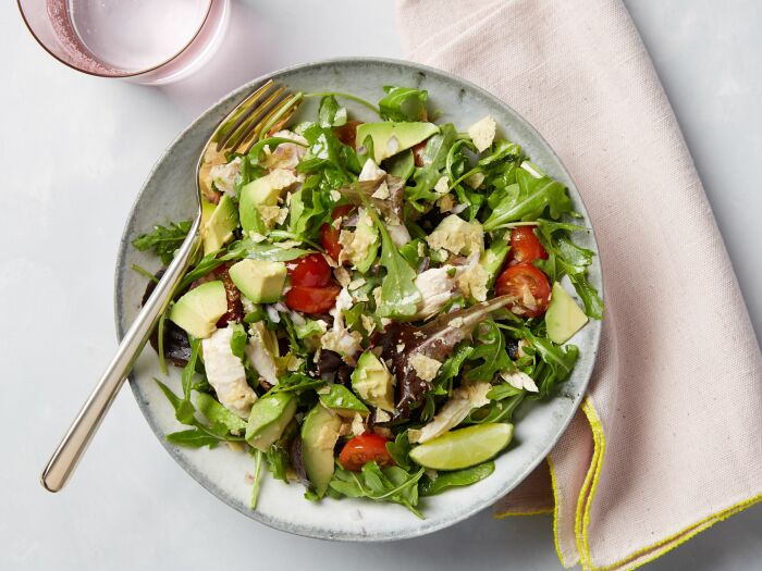 Салат с авокадо и курицей. \ Фото: za.pinterest.com.