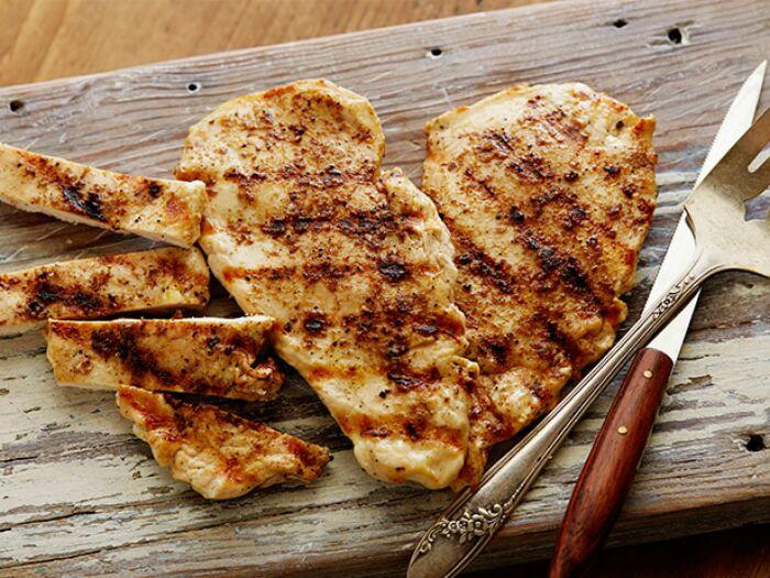 Куриное филе на гриле. \ Фото: pinterest.fr.