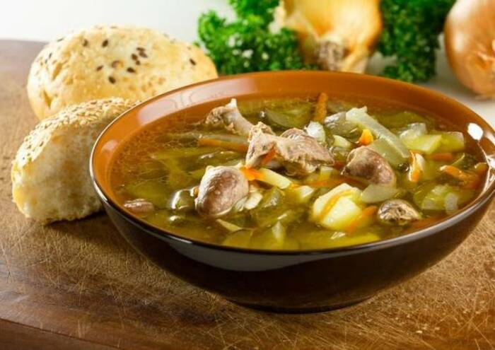 Суп из куриных субпродуктов. \ Фото: cookpad.com.
