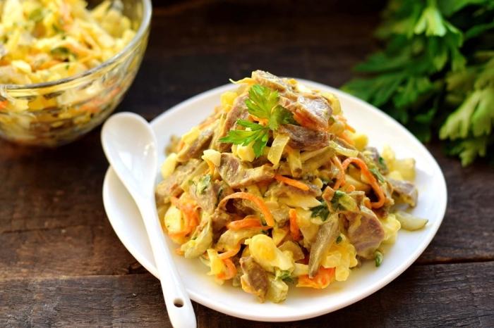 Салат из куриных желудочков. \ Фото: receptisalatov.com.