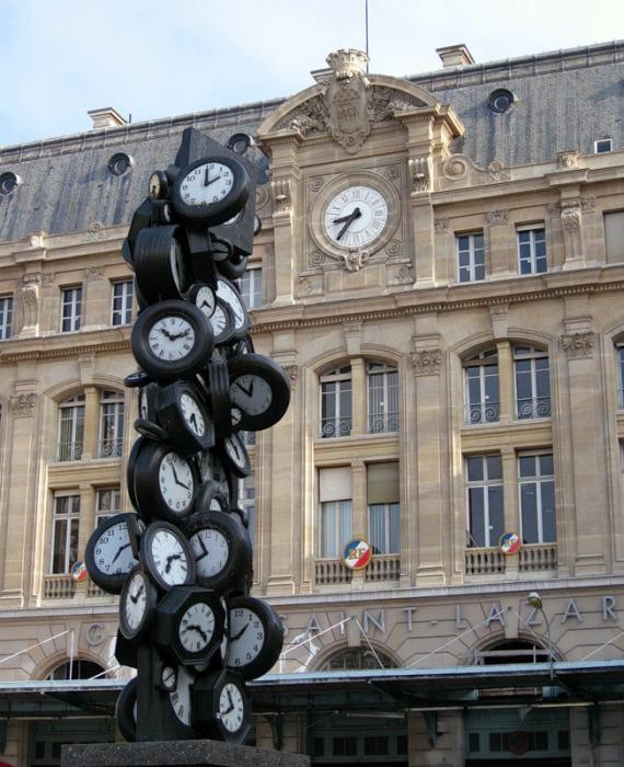 Вот эта скульптурная композиция в Париже, расположена прямо перед вокзалом Сен-Лазар, Франция.