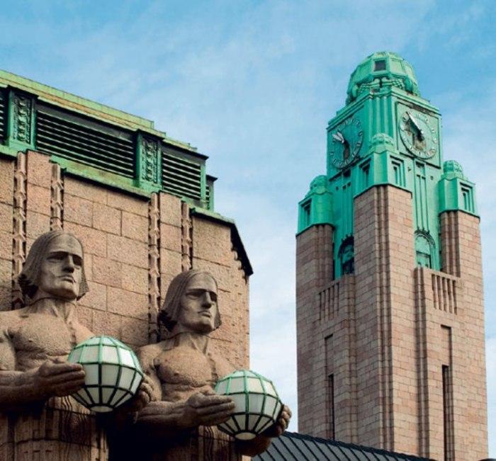 Первоначально часы Центрального вокзала заводили вручную. До 1980-го у каждого циферблата был свой механизм, позже их подсоединили к электронной системе часов финского Транспортного агентства.