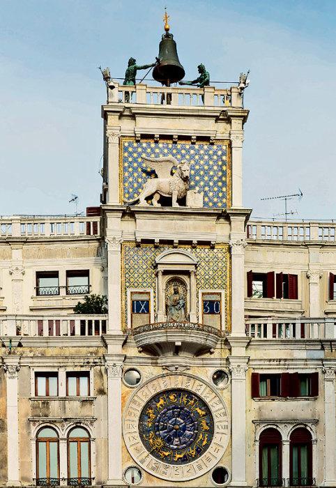 Часы на башне собора Сан-Марко демонстрировали гостям богатство и славу Венеции. Золотая стрелка указывает час, диск со знаками зодиака — положение Солнца.