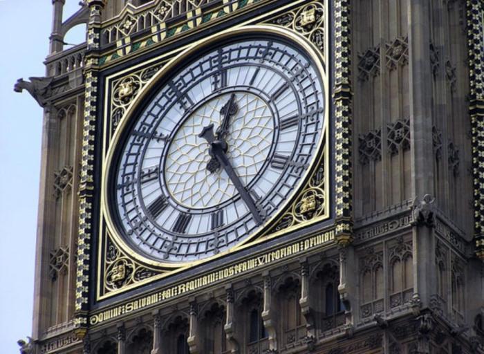 Перед вами самые знаменитые часы Европы – «Биг Бен», а заодно и украшения города.