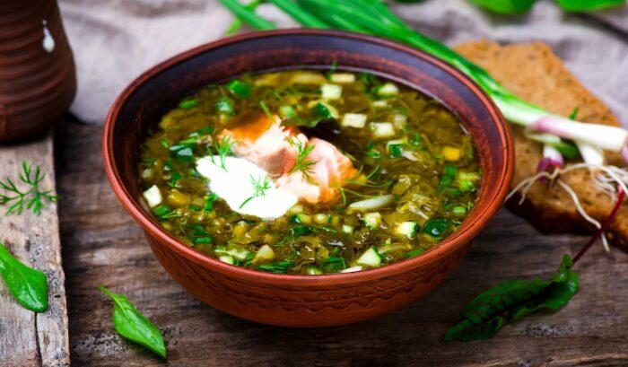 Холодный суп с рыбой. \ Фото: pinterest.ru.