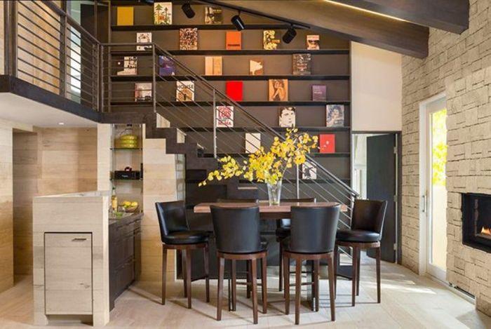 Стулья и стол цвета венге – идеальный вариант. Он не раздражает, не напрягает, а это именно то, что нужно для безмятежного времяпровождения в кругу семьи или друзей.