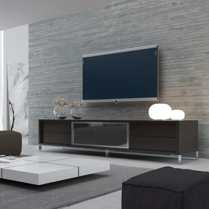 Светлые стены в сочетании с тёмной мебелью – идеальный вариант для гостиной.