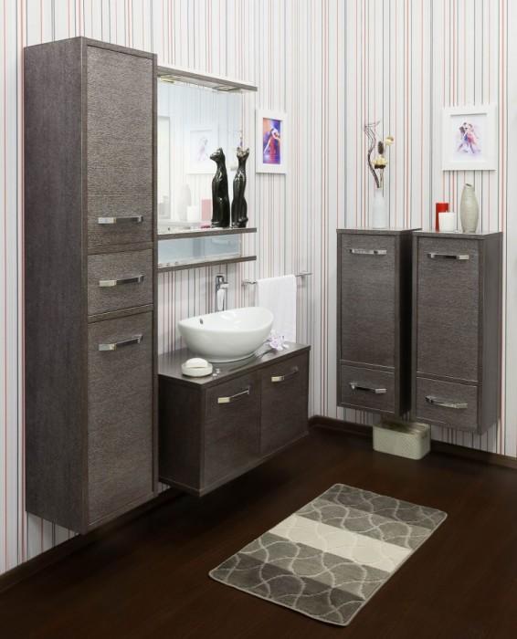 Цвет венге в интерьере ванной комнаты ассоциативно отправляет хозяев в тропические леса Африки.