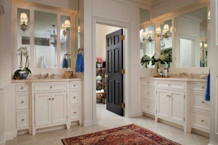 Комната маленькой площади будет «задавлена» большим тёмным пятном двери.