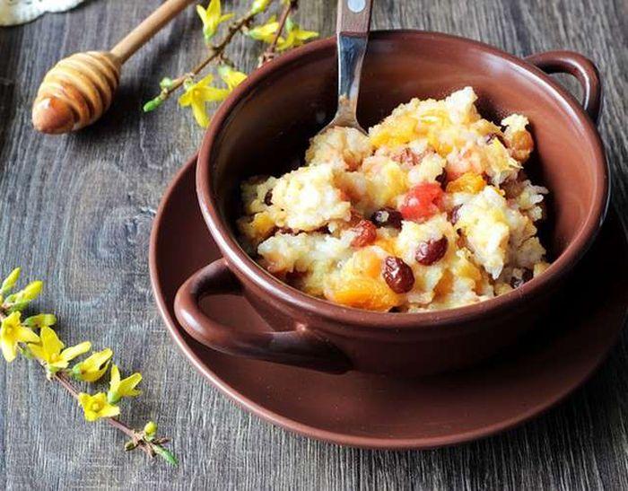 Десерт из кукурузной крупы с добавлением яблок и груш. \ Фото: google.com.