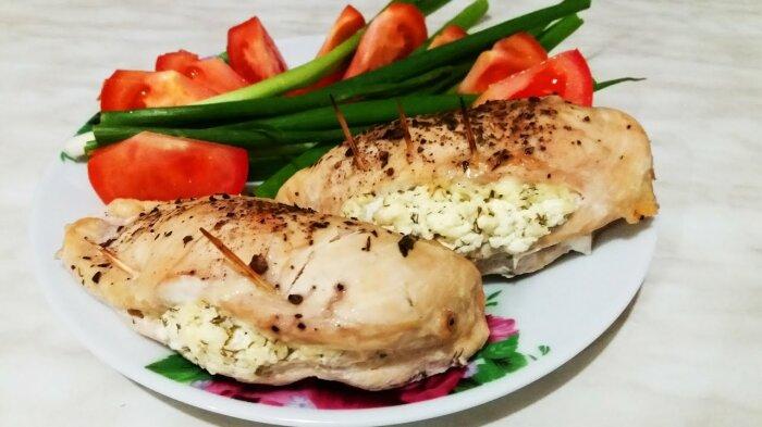 Фаршированное куриное филе. \ Фото: youtube.com.