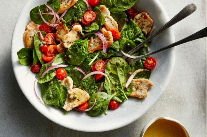 Лёгкий и вкусный куриный салат с творогом. \ Фото: yandex.ua.