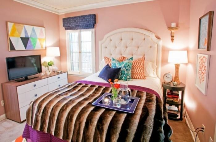 Розовый цвет – близкий к персиковому. Однако он проще для восприятия и легче в подборе цветов-партнёров.