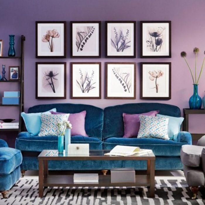 Сочетание сине-сиреневого цвета в интерьере гостиной.