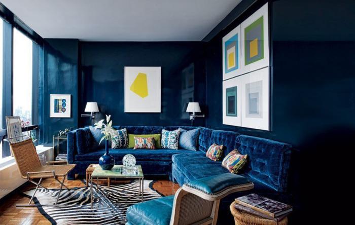Синий цвет в интерьере гостиной.